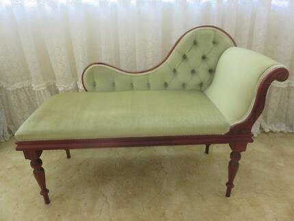 Small chaise lounge in very good condition
