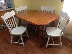 Dining Table with 2 Leafs and A Set Of 4 Chairs