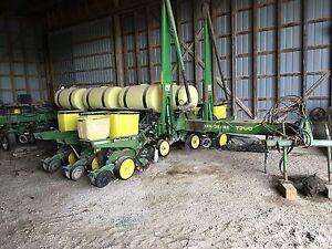 John Deere 7200 Planter, 12R30, V Sets, no till