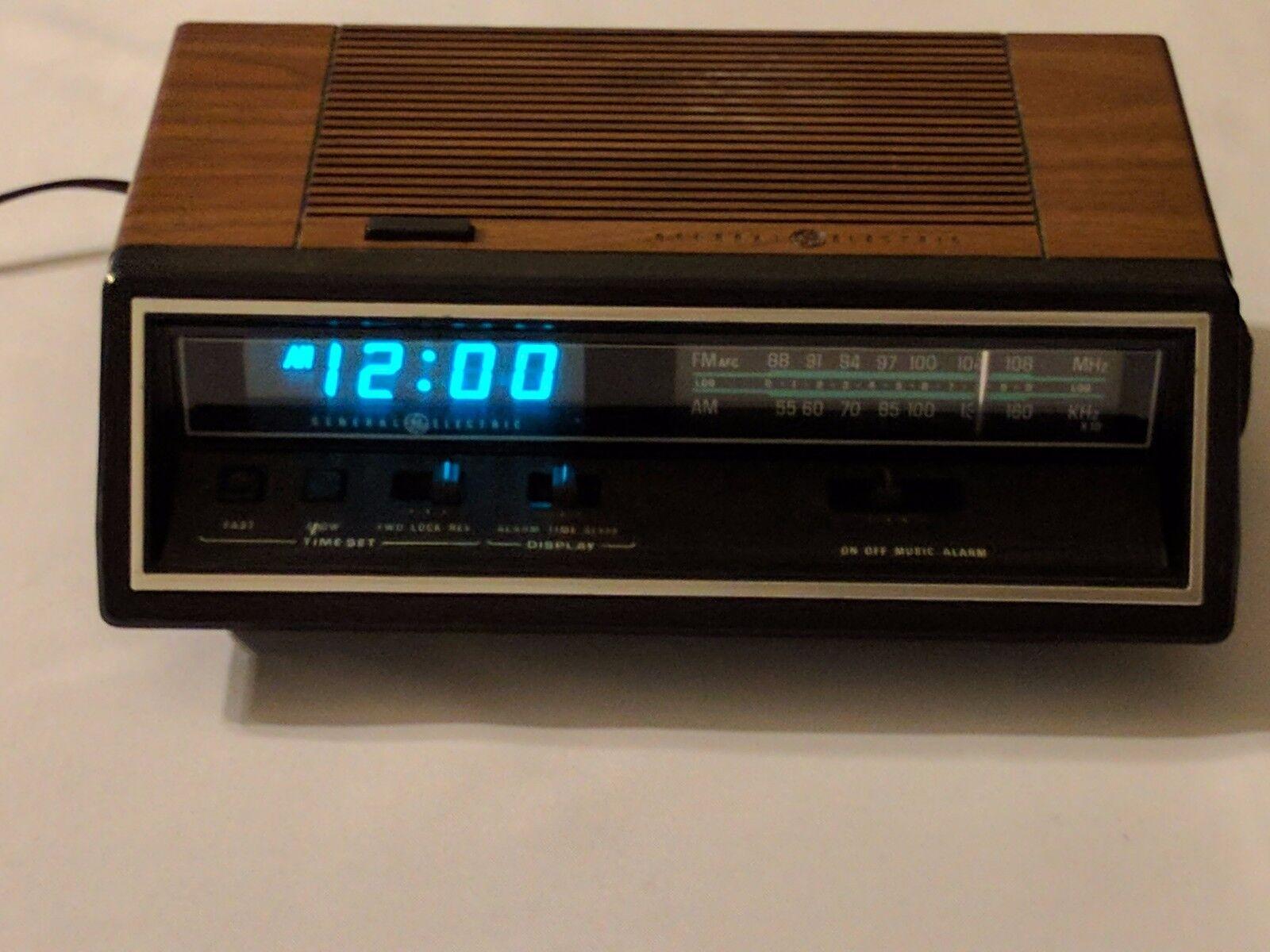 Vintage GE General Electric Model 7-4665A Digital AM/FM Alarm Clock Radio