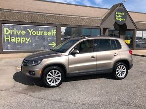 2015 Volkswagen Tiguan Comfortline/ SUNROOF / HEATED SEATS / LEA