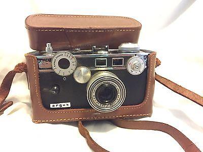 Vintage Argus C-3 35mm Rangefinder Camera w/ 50mm Lens and Leather Case