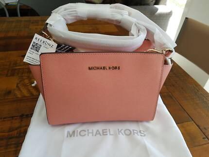 BNWT Michael Kors SELMA Peach Medium Messenger Crossbody Bag 63f7c27b74a9f