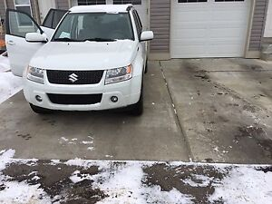 2010 Suzuki Grand Vitara (AWD) JLX  must sell