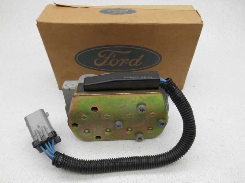 NOS New OEM Lincoln Town Car ABS Valve Block Non Traction Control F2AZ-2C266-A