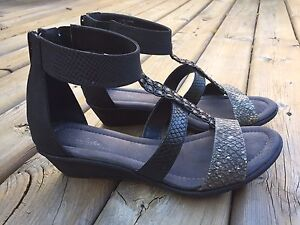 Cute SoftMoc sandals size 9