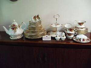 ROYAL ALBERT OLD COUNTRY ROSES -  PERFECT CHRISTMAS TABLE SETTING Balga Stirling Area Preview