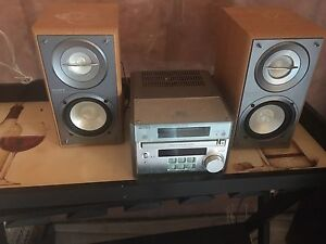 CD player with speakers ((SONY)