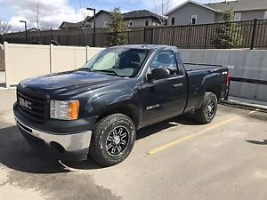 2010 GMC Sierra 1500 4X4 Pickup Truck - LOW KM