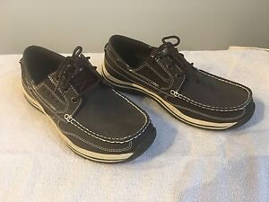 Men's Skecher relaxed fit shoes - size 9