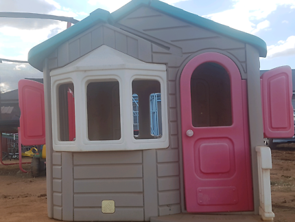 Kids outdoor  Step 2 cubby  / play house
