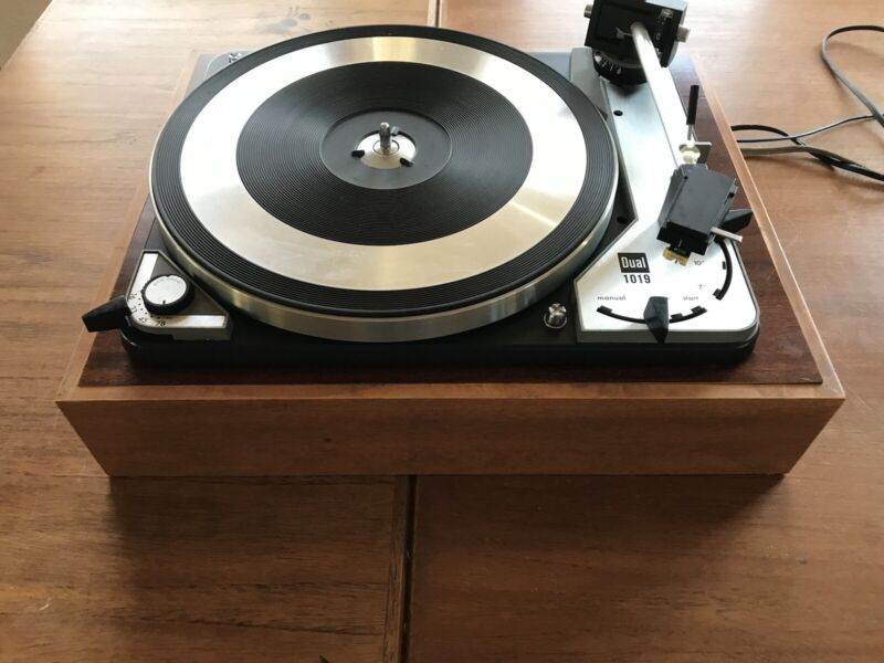 Dual 1019 turntable with Shure M55E cart and needle. Tested.