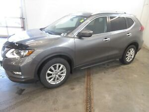 2018 Nissan Rogue SV- BACKUP CAM! ONLY 27K! BLUETOOTH!