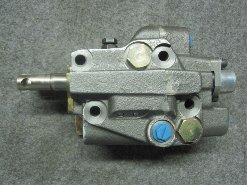 VICKERS 502030, 0502030 Two Spool control Valve New