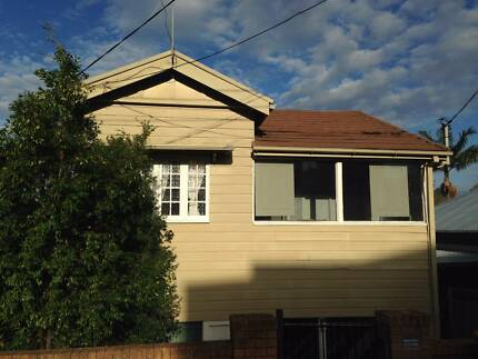 Huge room, short term,  in lovely Highgate Hill - date negotiable Highgate Hill Brisbane South West Preview