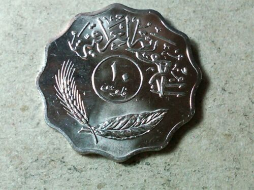Iraq 10 fils 1981 Palms . Scalloped shaped coin . uncirculated