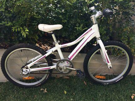 Girls giant liv bike