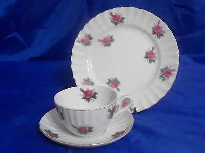 Bond Ware Bnd1 Trio Cup  Saucer   Salad Plate   Pink Roses  Scalloped  Gold Trim