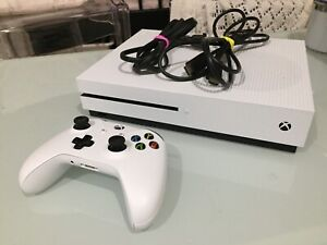 Xbox One console + controller