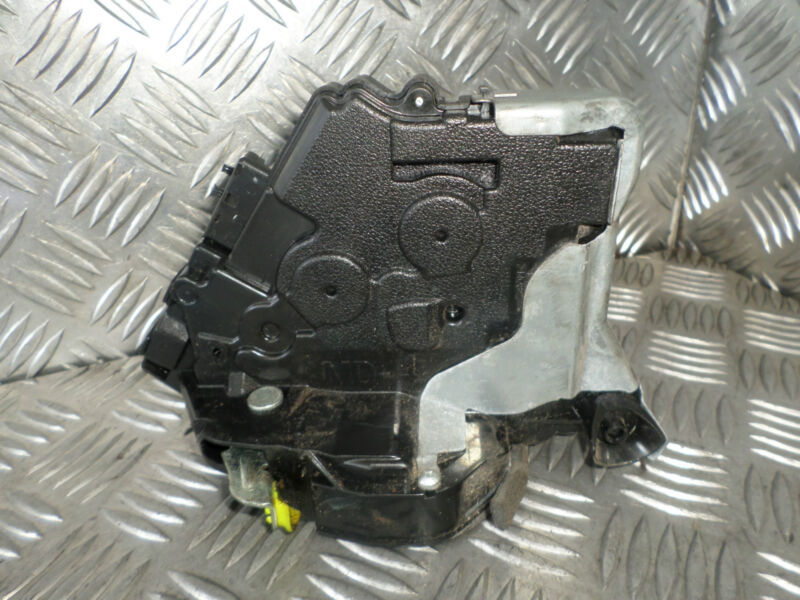 2006 LEXUS GS300 NSF PASSENGERS SIDE FRONT DOOR LOCK MECHANISM CATCHER