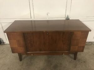 Beautiful Solid Wood Mid Century Lane Cedar Storage Chest