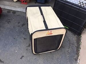Soft sided pet kennel