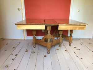 Table  et chaise en bois Antique