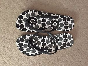 Variety of thongs Havaianas & Old Navy size 8 (ish) Farrer Woden Valley Preview