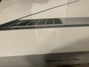 "2018 MacBook Pro 13"" 2018 Touch Bar 2.2GHz quad Core i5 256GB"