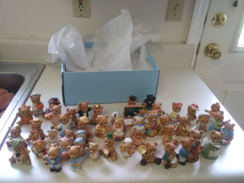 VINTAGE 50 PC. HOME INTERIOR BEAR FIGURE COLLECTION