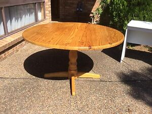 Round dining table Kariong Gosford Area Preview