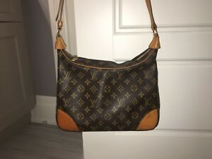 LOUIS VUITTON AUTHENTIC SHOULDER BAG