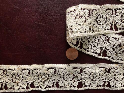 Pretty little Italian bobbin lace insert probably 17th C. COLLECTOR