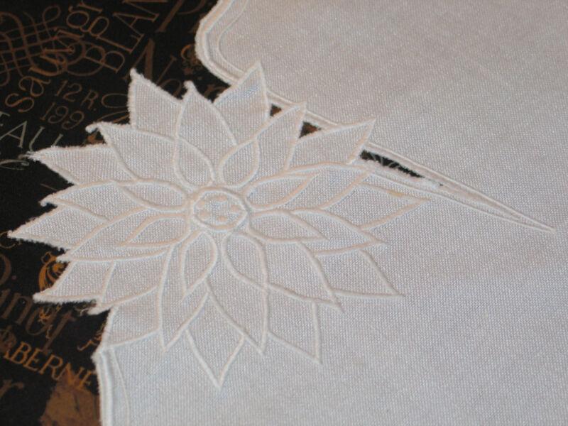 Gorgeous VTG 8 piece Set Placemat~Napkins Flower Embroidery