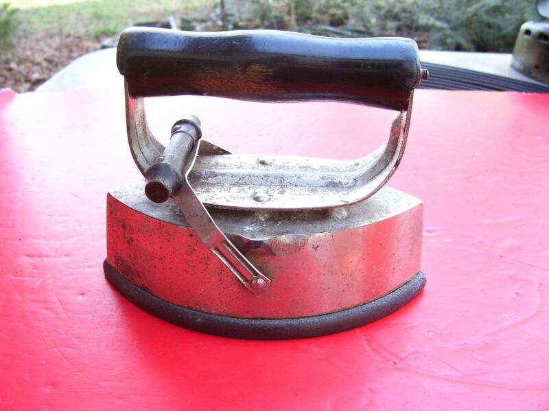 RARE FIND, ANTIQUE / VINTAGE 1800 ASBESTOS 72-B SAD IRON :