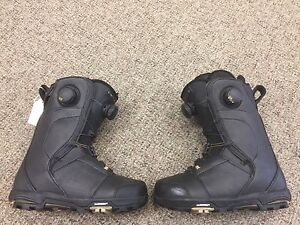 Ladies snowboard boot. Size 6 Ride cadence boot