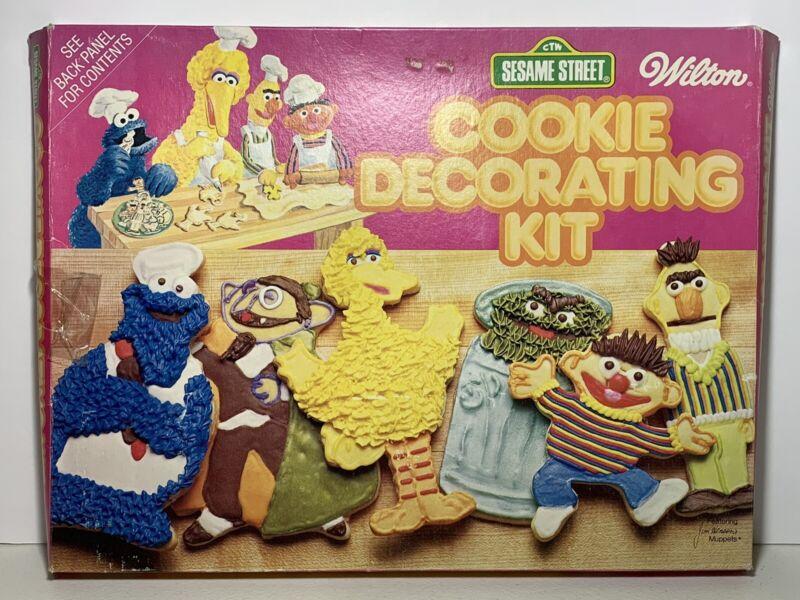 VTG 1977 Sesame Street Wilton Cookie Decorating Kit *Complete*