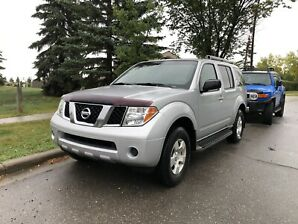 2005 Nissan Pathfinder LE (7 seater)