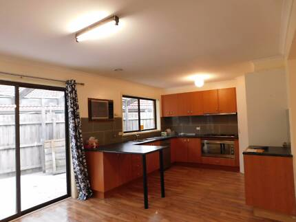 NEAR ALL FACILITIES IN PAKENHAM - RENOVATED HOUSE FOR RENT