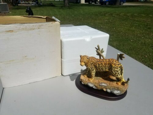 2001 Home Interiors Leopard Endangered Species Masterpiece Porcelain  Box & Base