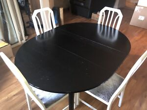 Adjustable table with four chairs