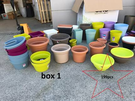 Outdoor Flower Pots sample sale 658 pcs in 3 pallet boxes