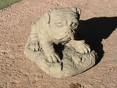 Tier Skulptur Figur Hund Mops Boxer Welpe Kunst Sandstein Antik Look S 24 GRAU