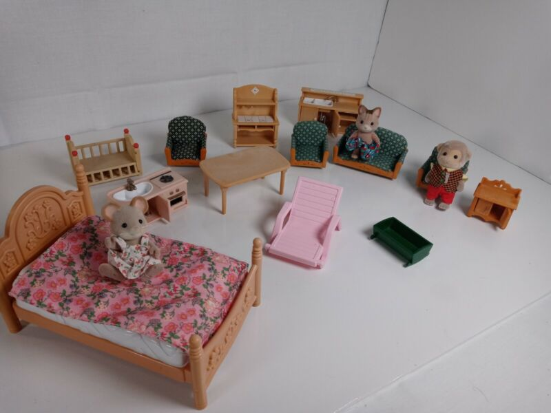 Calico critters/sylvanian families  Furniture W  & Extras