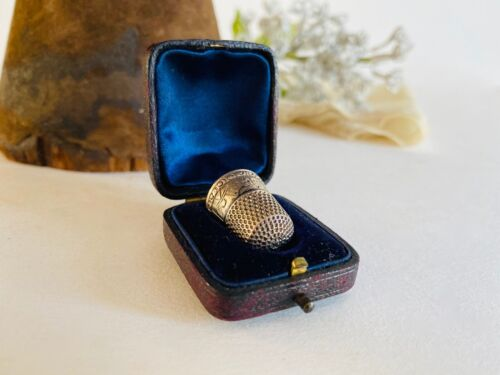 VINTAGE ANTIQUE STERLING SILVER THIMBLE IN BOX #8 VILLAGE SCENE
