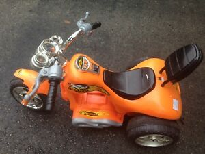 Red Hawk 12v Trike $25 (Missing charger)