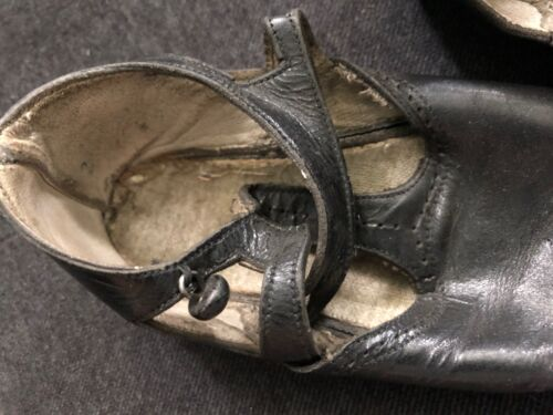 Antique VICTORIAN Baby Childs Black Leather Shoes Button-Up Straps