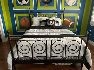 Wrought Iron Queen Bed/Frame/Mattress & Boxspring