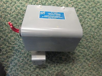 Johnson Service Co Duplex Pressure Electric Switch P-7222 Used