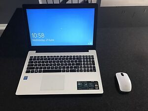 MINT CONDITION WHITE ASUS D553M WITH BAG AND WIRELESS MOUSE